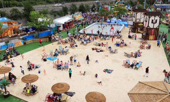 intu Lakeside makes a splash with the launch of its urban beach