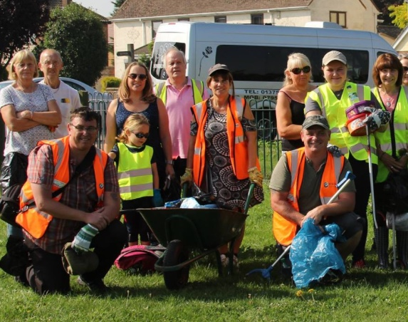 Residents gather together to clean up corner of East Tilbury