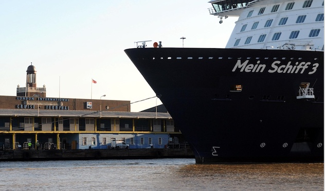 Massive cruise liner arrives at Tilbury cruise terminal