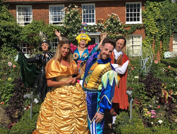Thameside panto cast make their first appearance