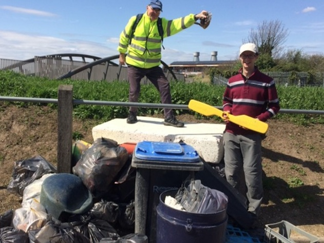 Busy litter pickers at RSPB Purfleet