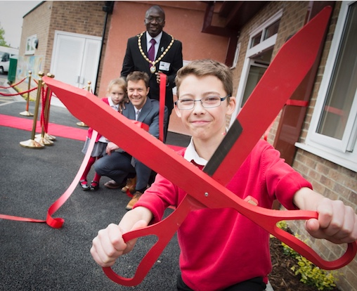 Deputy Mayor opens new wing of Thameside Primary School in Grays