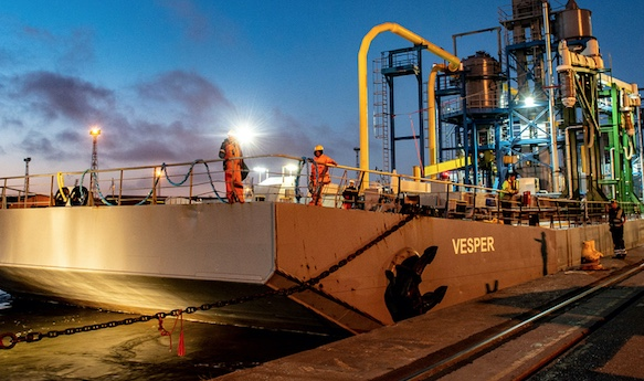 Port of Tilbury welcomes unique floating bulk terminal to new base on the Thames