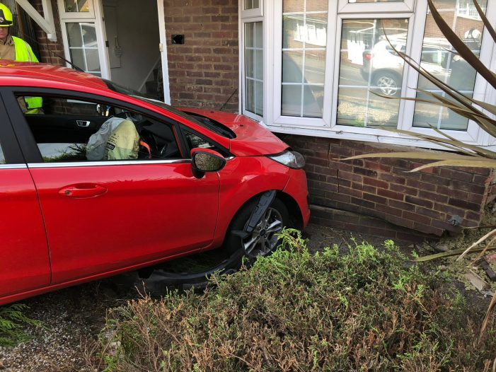Car collides with house in Stanford-le-Hope