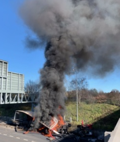 Delays on M25 after coal lorry crashes