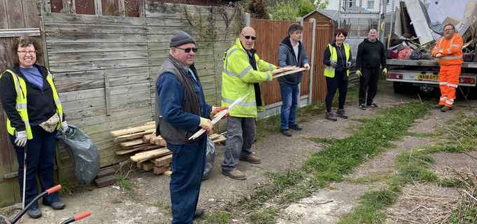 Grays residents give William Street a spring clean