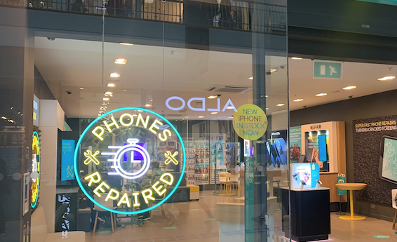EE opens new stores in Lakeside