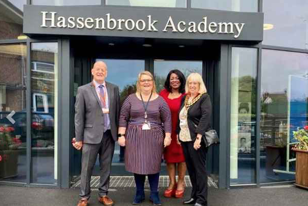Mayor praises two Thurrock schools after visits