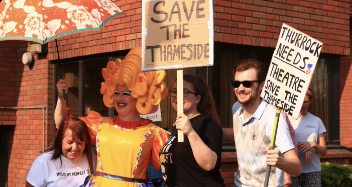 Save the Thameside protest at council meeting