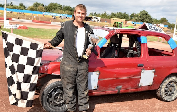 Arena Essex: Steele shows steel at Micro Banger final