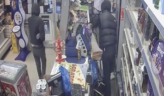Three men commit armed robbery in Purfleet