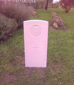 New Commonwealth War Graves headstone in Chadwell Churchyard