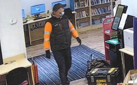 Man wanted after theft of tools in Aveley